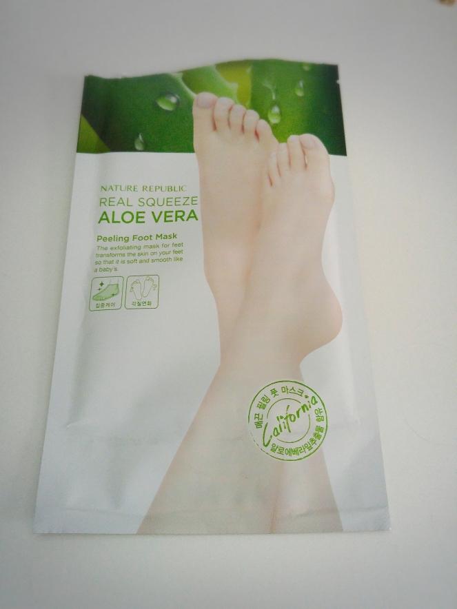 a3260940619c6f Nature Republic Real Squeeze Aloe Vera Peeling Foot Mask Review ...